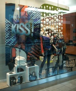 The Ltd Kiss Window