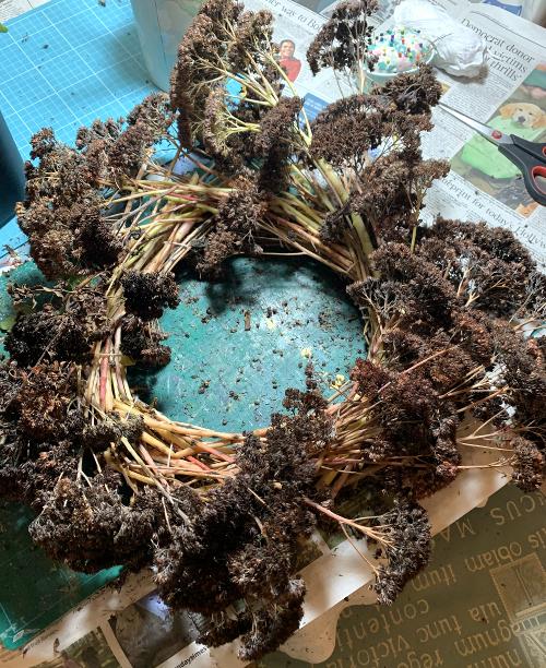 Festive wreath making step 3